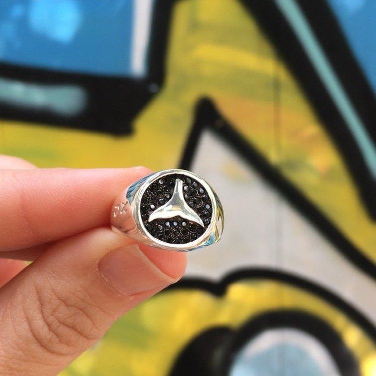 טבעת חותם עם זרקונים שחורים-3585