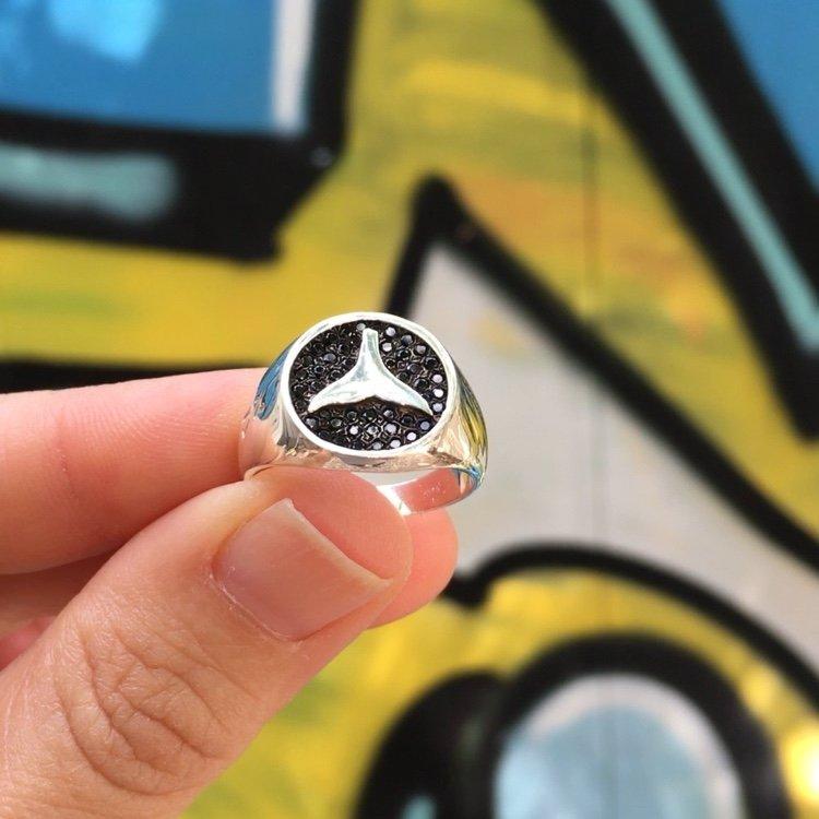טבעת חותם עם זרקונים שחורים-3586