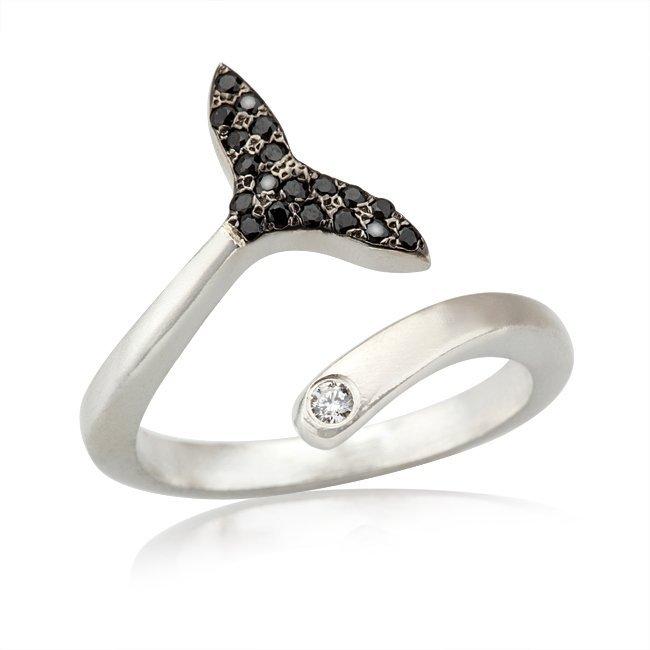 טבעת סנפיר עם זרקונים שחורים-3928