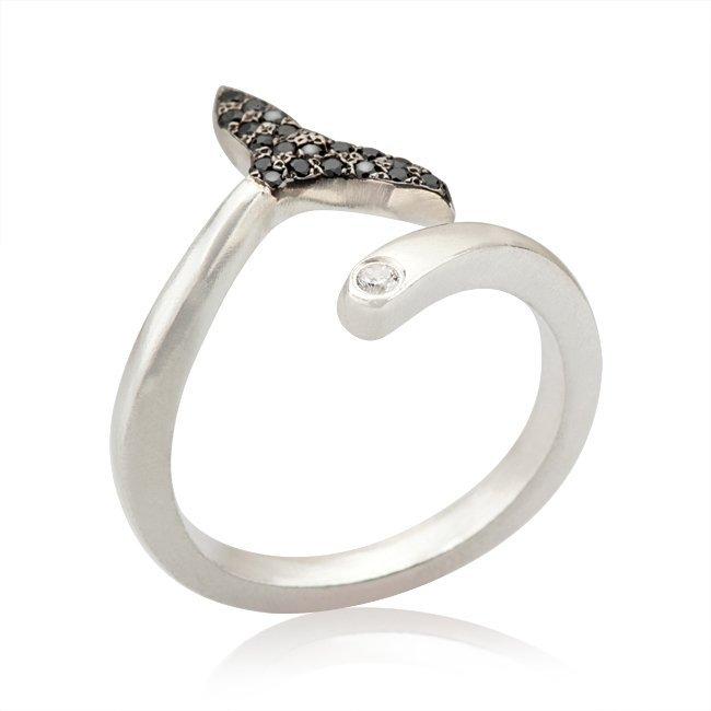 טבעת סנפיר עם זרקונים שחורים-3929