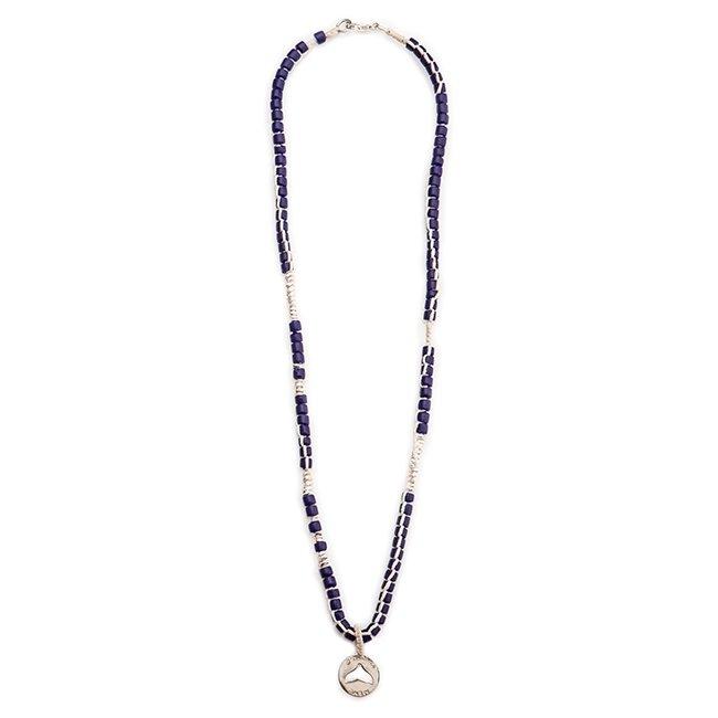 שרשרת אבנים כחולה עם מטבע סנפיר חלול-5471