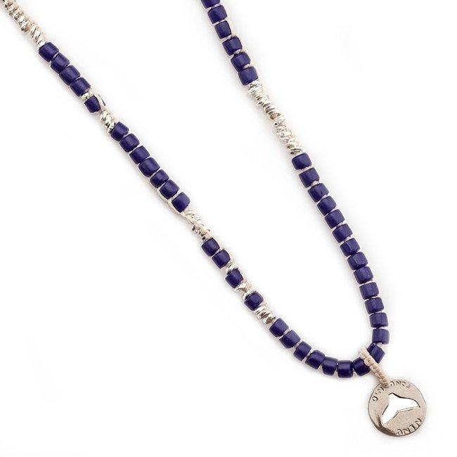 שרשרת אבנים כחולה עם מטבע סנפיר חלול-0